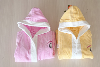 Hot Sale 2017 Pink/ Yellow Cotton Kids Bathrobes Wholesale