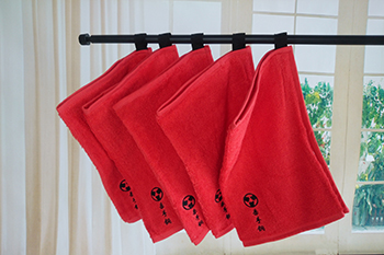 Hot sale 2017 summer wholesale custom gym towels with embroidery logo