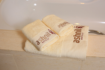 Wholesale OEM embroidery logo towels three bath sets 100% cotton luxury hotel