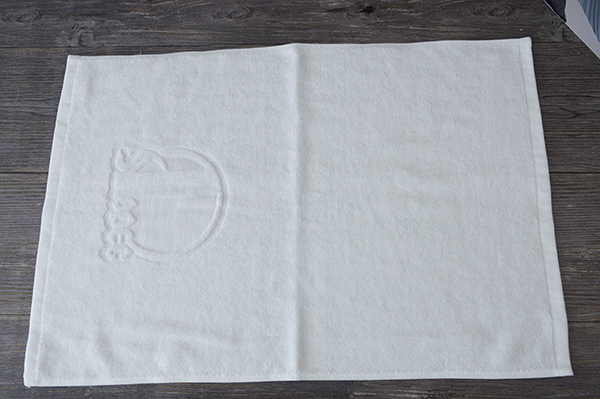 Pakistan cotton plain hand towels with jacquard logo for bath