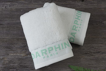 Gift towel set in white dobby with jacquard logo towel