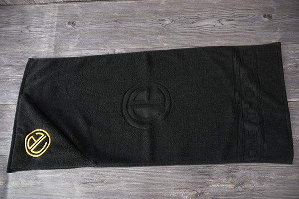 Custom zipper pocket gym towel with embroidery logo black terry