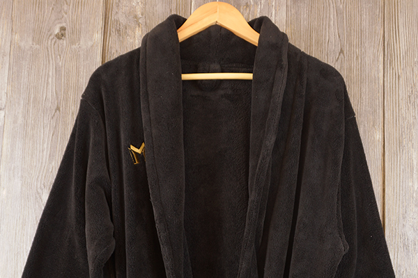 Black bathrobe with yellow embroidery logo for men robe