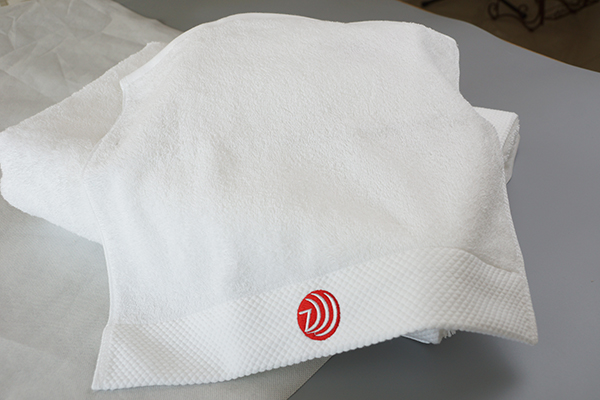 Face towel best price,solid color very small towel with logo