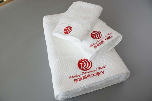 China supplier towel three sets luxury hotel 100% cotton towel