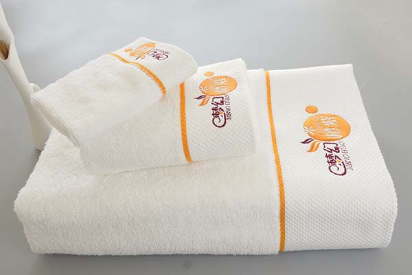 Wholesale cheap five star hotel towel three sets 100% cotton with logo