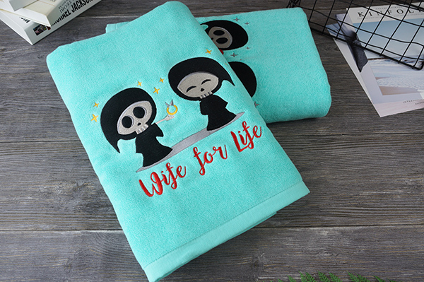 Fancy customized embroidery pattern towel for christmas gift