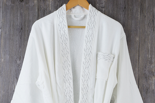 Embroidery pattern velour bathrobe white kimono collar