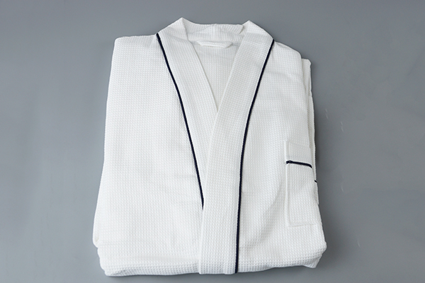 Hotel white bathrobe supplier,cotton waffle bathrobe with piping