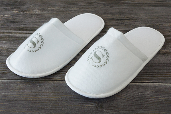 Custom Hotel Closed Toe Styles OEM Logo Hotel Bath Slipper