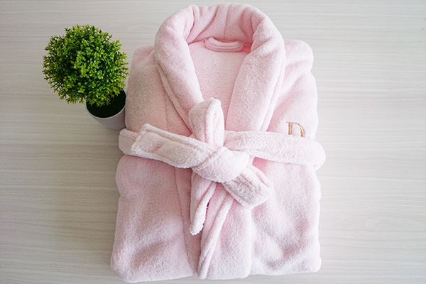 Soft 100% Polyester Comfortable Pink Coral Fleece Bathrobe